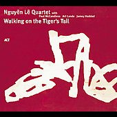 Nguyên Lê: Walking on the Tiger's Tail [Digipak]